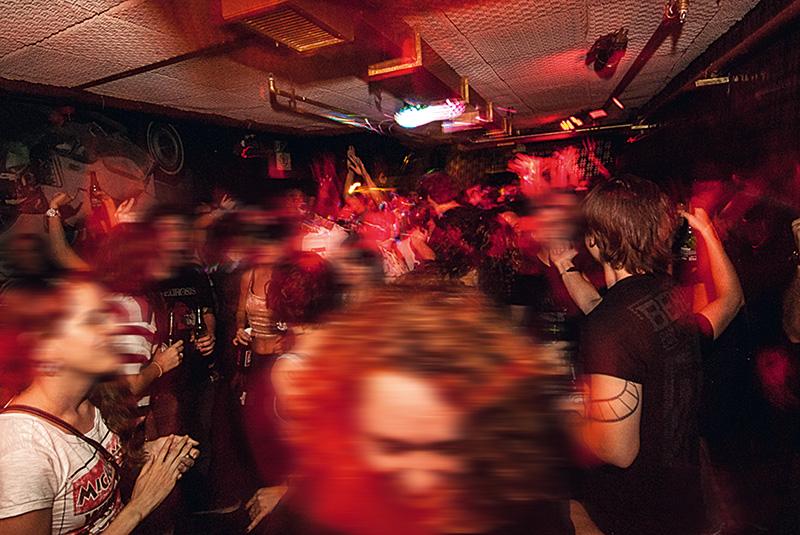 A festa Noites Trabalho Sujo: pista no subsolo