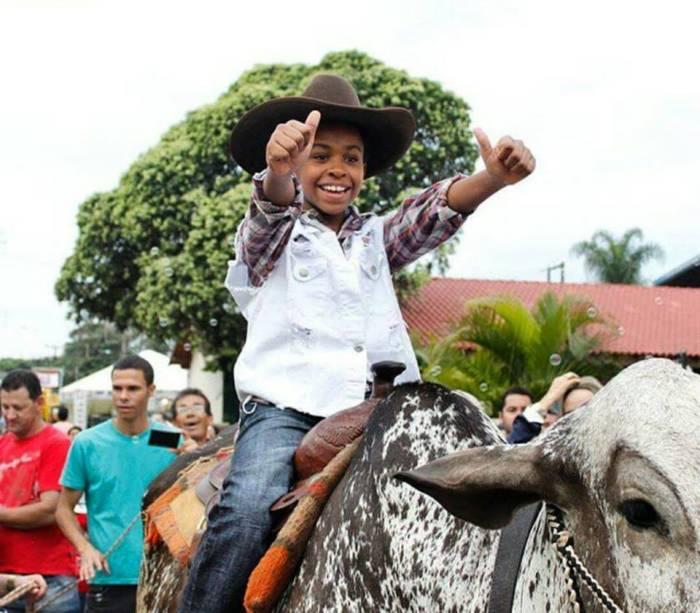 Jean Paulo Campos, o Cirilo (menino pobre que é apaixonado pela patricinha). Idade: 12 anos. Cachê: entre 8 000 e 12 000 reais