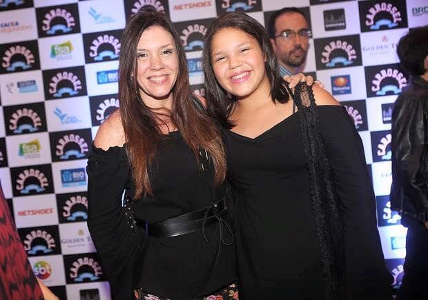Filha da cantora Simony, Aysha Benelli é a Laura (menina romântica). Idade: 12 anos. Cachê: 8 000 reais