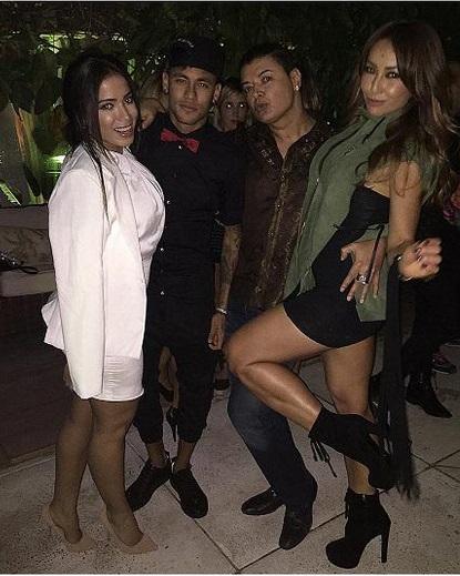 Anitta, Neymar, David Brazil e Sabrina na festa no sábado (4)