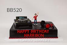 Algum DJ ganhou um bolo divertido de aniversário