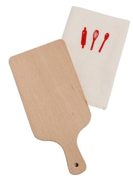 Tábua de madeira e pano de prato: R$ 80,00 o par. Os Quindins
