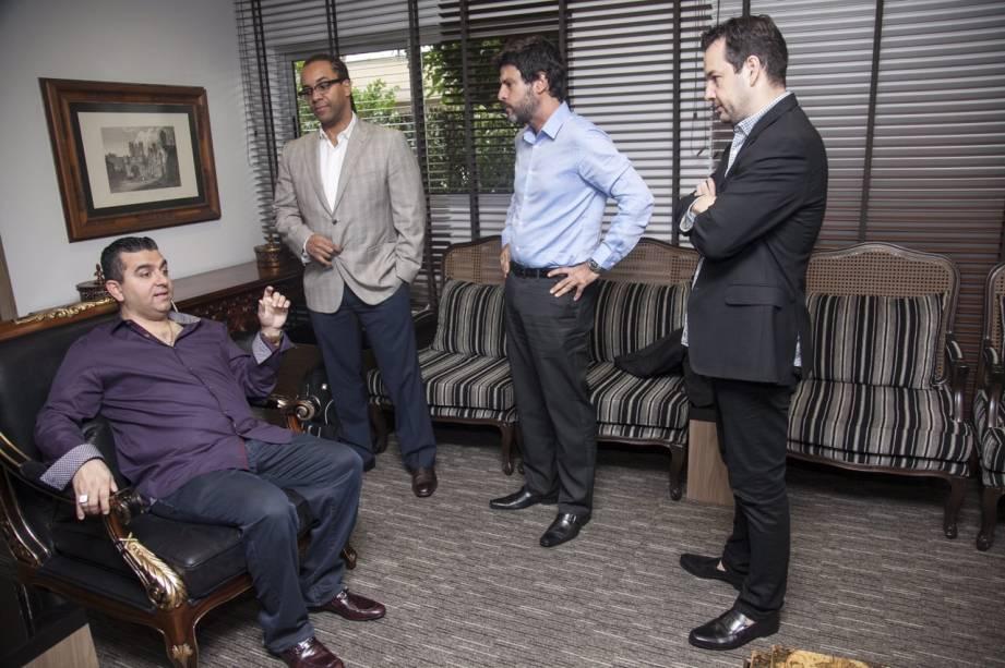 Reunião dos executivos em fevereiro. Buddy assinou contrato com a Record minutos antes de sua apresentação como astro da nova programação da emissora