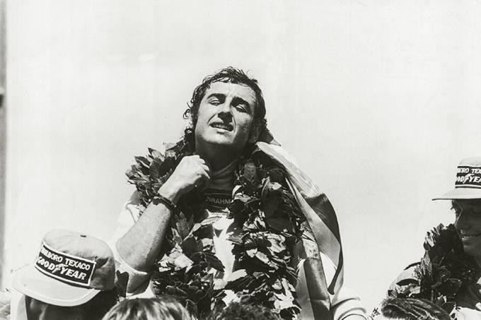 jose-carlos-pace-comemorando-a-vitoria-no-gp-brasil-_-40191976-jpg.jpeg