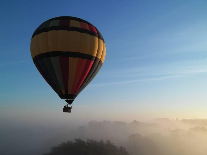 Voo de balão: no Centro Nacional de Paraquedismo