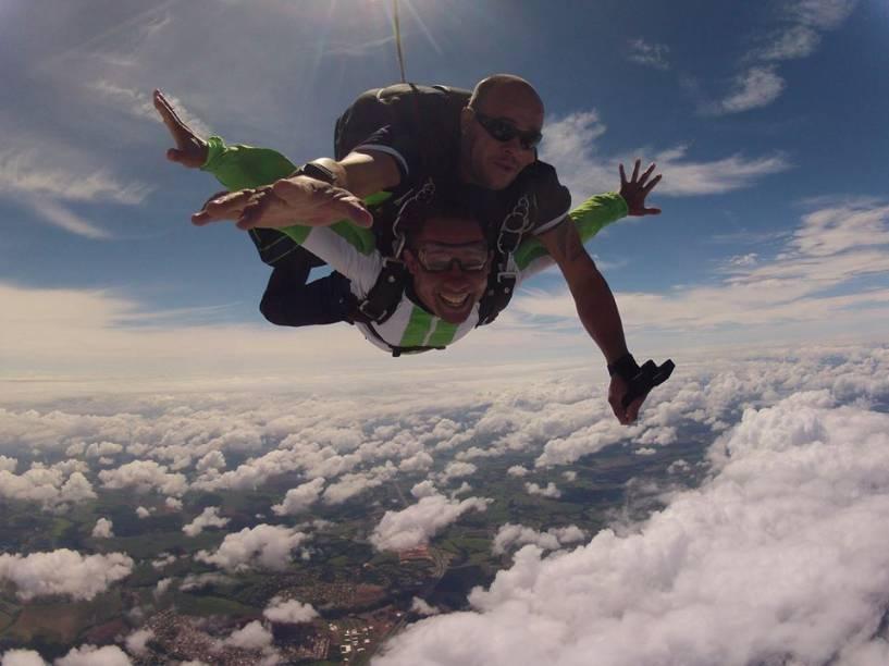 A aventura no ar tem 50 segundos de queda livre