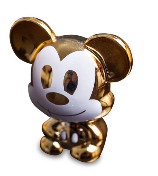 Mickey dourado: peça chega a valer 80 reais na cotação informal do mercado