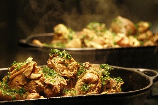 Dalva e Dito: a galinhada do restaurante de Alex Atala