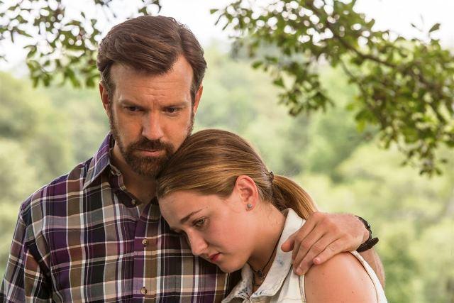 Bradley (Jason Sudeikis), pai solteiro com uma filha adolescente