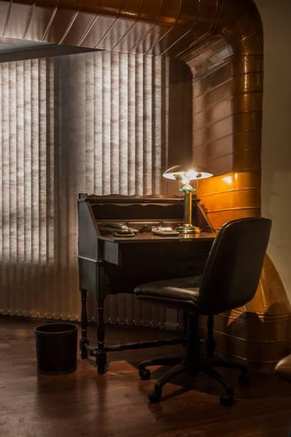 Detalhe da sala que imita um banco clandestino