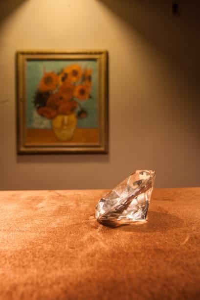 Em outra sala, os participantes devem desvendar o roubo de uma joia