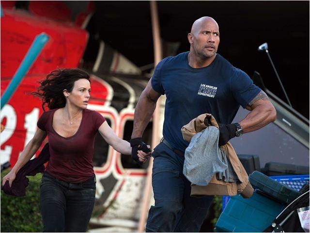 Terremoto - A Falha de San Andreas: os atores Dwayne Johnson e Carla Gugino