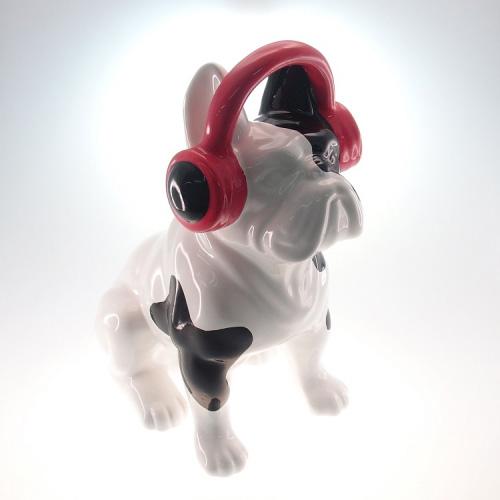 "Cachorro com fones de ouvido rosa, R$ 323,00, da <a href=""https://www.facebook.com/dot.objetos"" rel=""Dot.Art"" target=""_blank"">Dot.Art</a>"