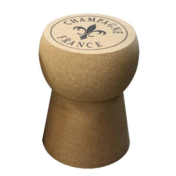 """Banqueta em formato de rolha de champanhe, R$ 960,00, da <a href=""""http://www.coisasdadoris.com.br/loja/"""" rel=""""Coisas da Doris"""" target=""""_blank"""">Coisas da Doris</a>"""