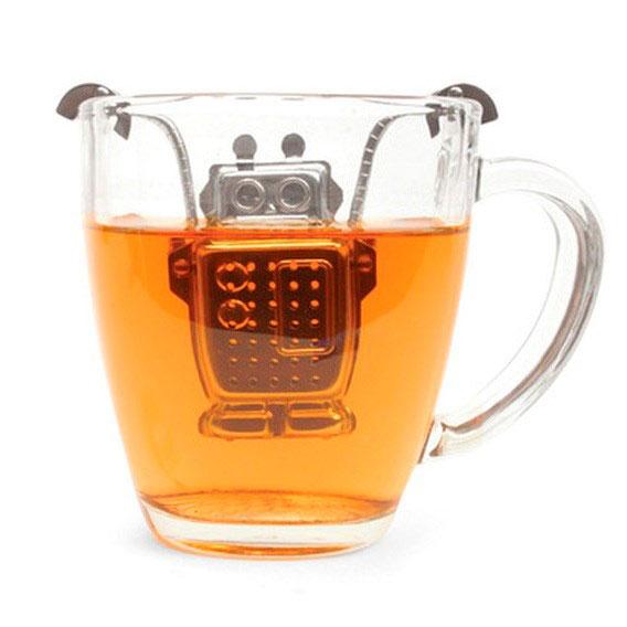 """Infusor de chá de robô, R$ 43,00, da <a href=""""http://www.designnmaniaa.com.br/"""" rel=""""Design Mania"""" target=""""_blank"""">Design Mania</a>"""