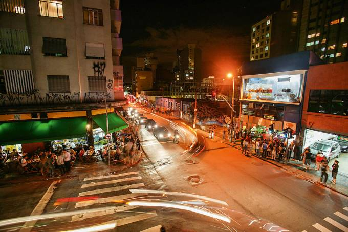 esquina-da-rua-augusta-com-a-rua-fernando-de-albuquerque-na-consolacao-regiao-2-jpg.jpeg