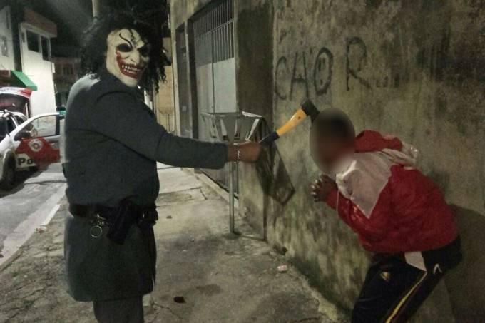 policial-militar-mascara-de-palhaco-1.jpeg