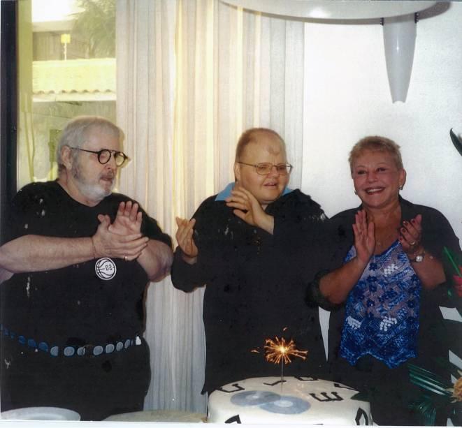 Rafael celebra aniversário em 11 de maio de 2003, ao lado dos pais Jô e Theresa