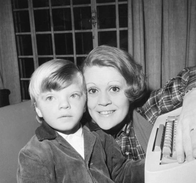 A ex-esposa de Jô Soares, Theresa Austregésilo com o filho, Rafael