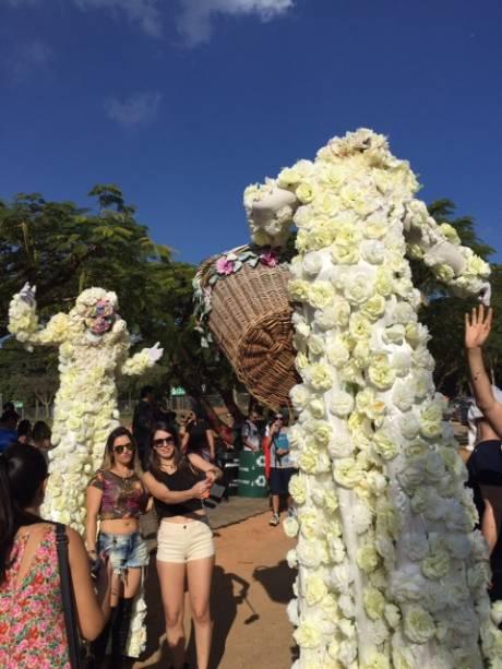 Tomorrowland Brasil: estrangeiros e brasileiros aproveitam o festival para fazer novas amizades