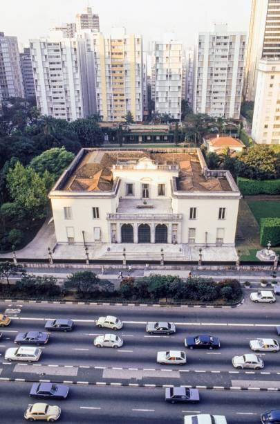 A mansão Matarazzo que ocupava a Avenida Paulista, 1230, nos anos 1990: fim de uma era