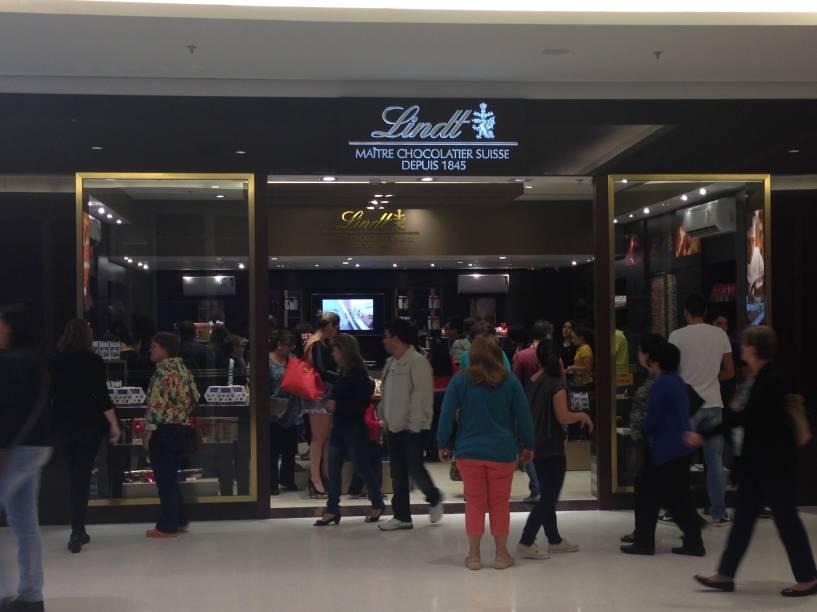 A loja de chocolates Lindt atraiu muitos consumidores