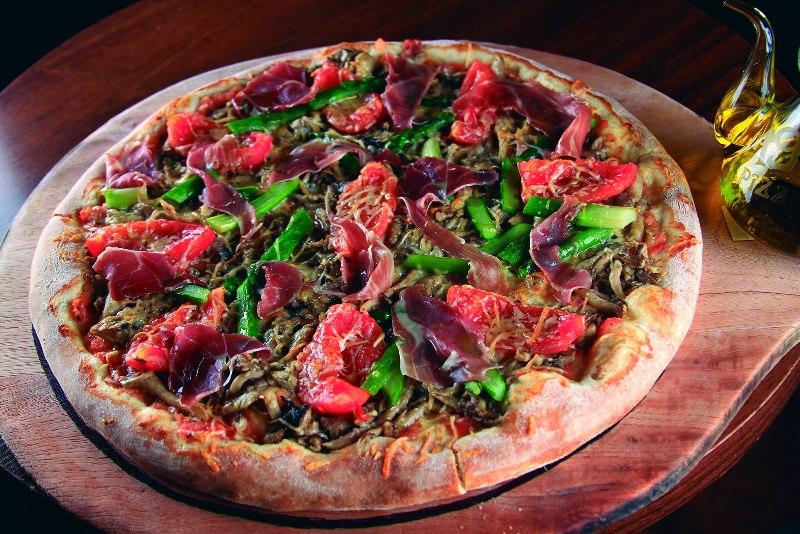 No cardápio da 1900: a pizza de  berinjela, tomate, mussarela de búfala e azeitonas preta e verde