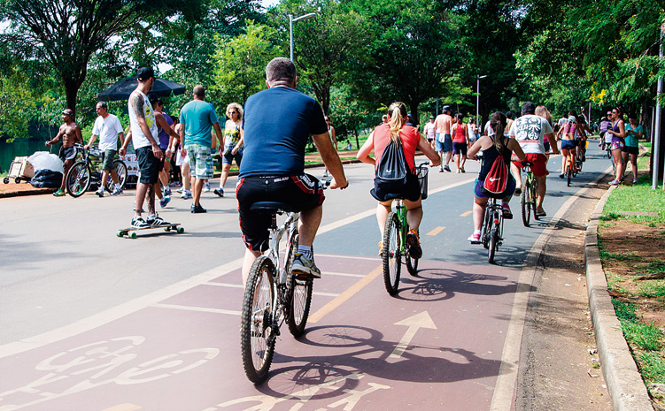 Parque do Ibirapuera: o calor estimula a prática de esportes