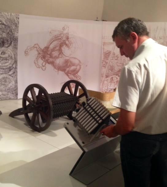 Arma com dispositivo giratório, de Da Vinci, outra exposição gratuita na cidade
