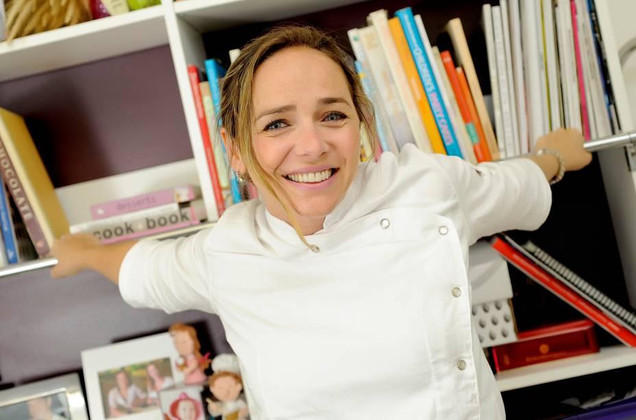 Carole Crema: ensina as crianças a prepararem um naked cake de chocolate com brigadeiro de caramelo