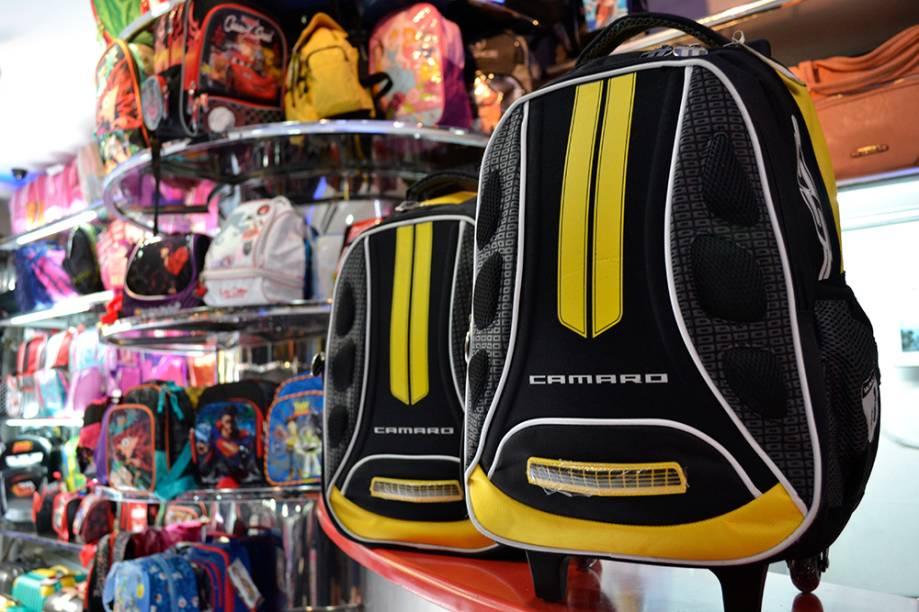 Peixoto Artigos de Couro: mochila do Camaro Amarelo (R$ 79,00 sem rodinha e R$ 120,00 com rodinha)