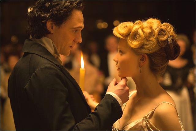 A Colina Escarlate: Tom Hiddleston e Mia Wasikowska