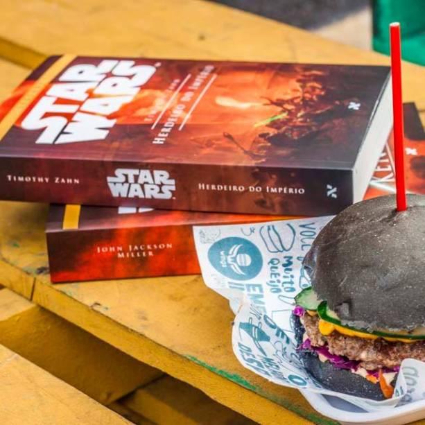 Editora Aleph apresenta edição de Star Wars. Hambúrguer do Wings foi feito especialmente para os fãs da série