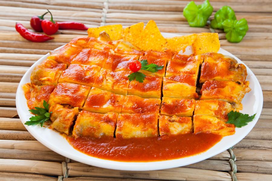 Pompeia Bar:filé mignon empanado com Doritos, coberto com mussarela e molho de tomate custa R$ 49,90