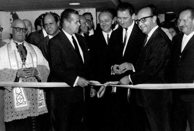 Terraço Itália: inauguração com o prefeito Faria Lima e o proprietário, Evaristo Comolatti