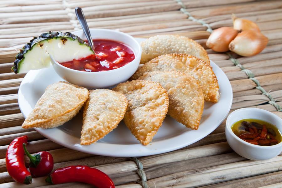 O barZur Alten Mühle, de inspiração alemã, serve a porção de pastelcom costela bovina e acompanhado de molho agridoce de abacaxi e pimenta (R$ 29,80)