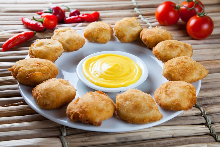 Pé Pra Fora: bolinho de queijo com molho de manga (R$ 33,90)