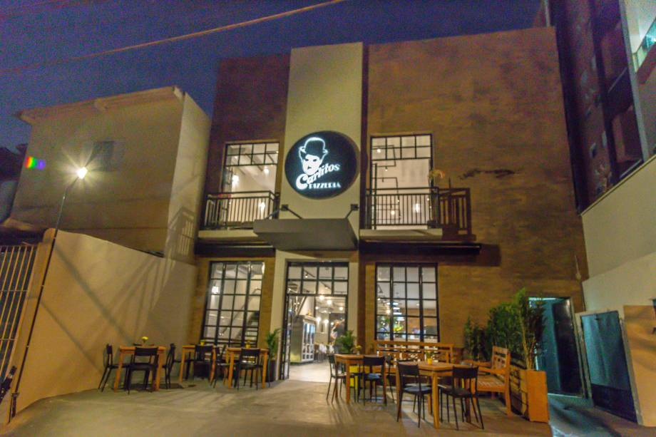 Carlitos: nova fachada da pizzaria