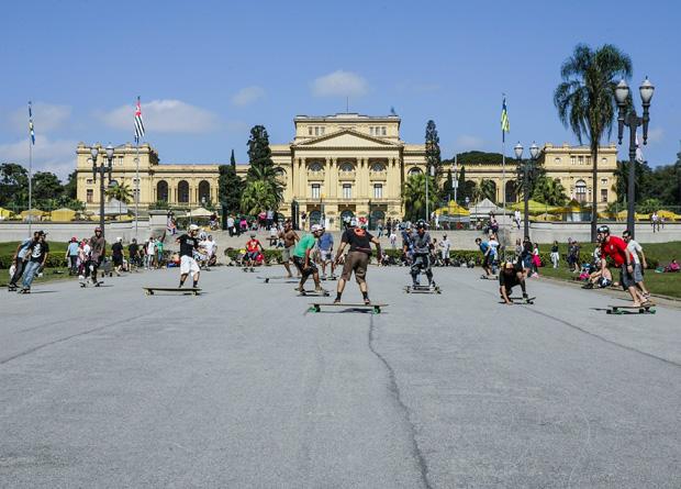 Parque da Independência recebe 25 000 visitantes por final de semana, sendo 15 000 para descer a rampa sobre rodas