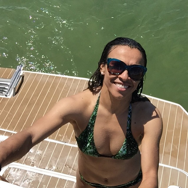 A jogadora de futebol Marta Vieira gosta de publicar fotos de seus momentos de lazer