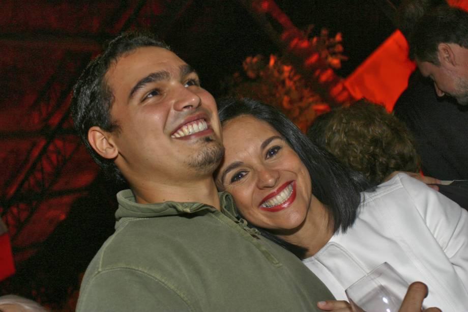 Lu Alckmin ao lado do filho, Thomaz Alckmin, na festa de aniversário de Gabriel Chalita, em São Paulo, SP