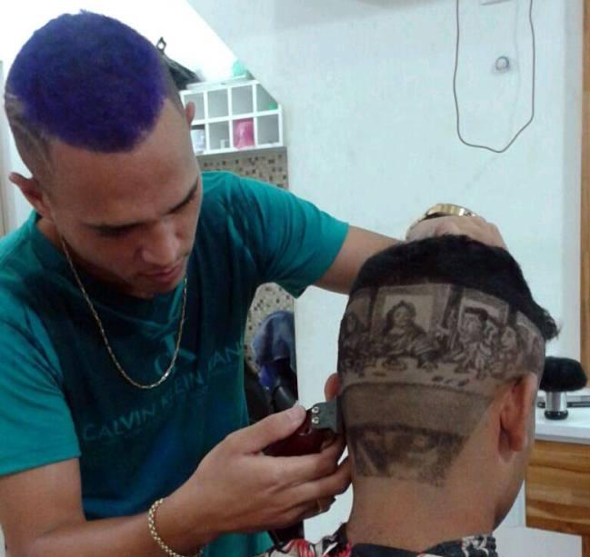 Dailson Cardoso dos Reis trabalha como barbeiro desde os 13 anos