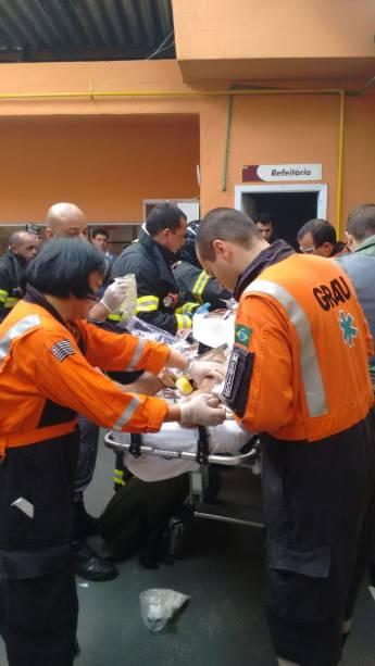 Três pessoas ficaram feridas com a explosão