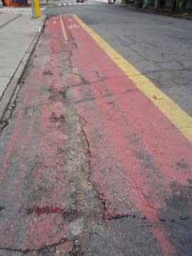 Trecho final da ciclofaixa da Rua dos Pinheiros, perto da Avenida Brigadeiro Faria Lima
