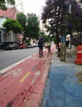Pista da ciclofaixa na Rua Artur de Azevedo, perto da Rua Mourato Coelho