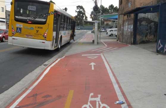 Detalhe do traçado da ciclovia da Avenida Oliveira Freire, perto da Avenida Dr. José Artur Nova