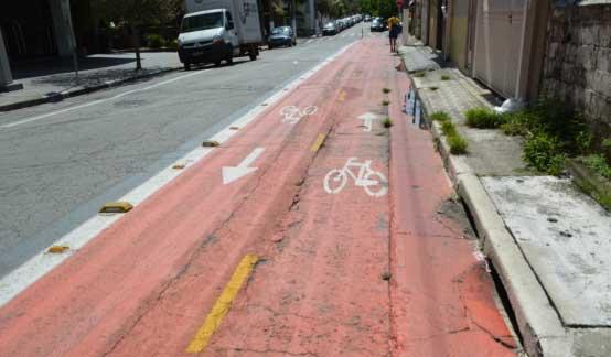 Trecho da ciclofaixa da Rua Fernandes Moreira, perto da Rua José Vicente Carvalho