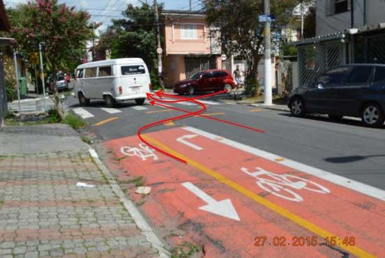 Trecho da ciclofaixa da Rua Fernandes Moreira, perto da Rua Bento Barbosa