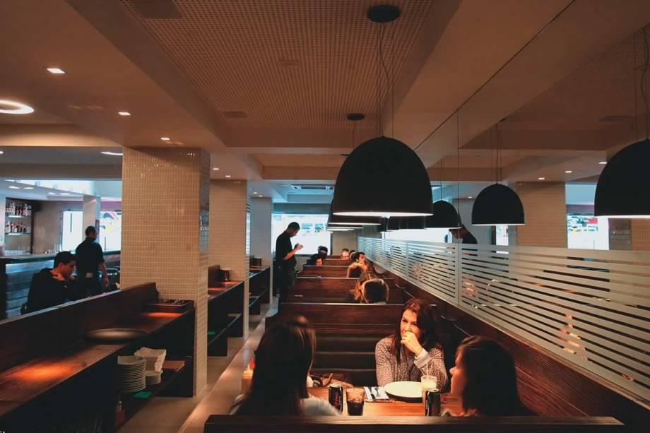 Salão do 210 Diner: o restaurante americano tem jeitão de lanchonete