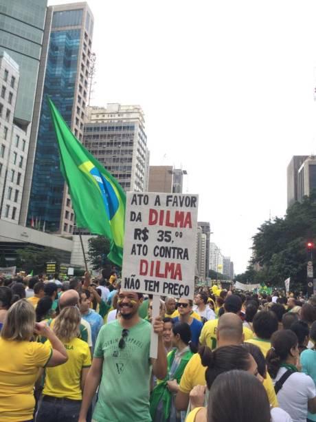 Ato a favor da Dilma: R$ 35,00; ato contra a Dilma: não tem preço